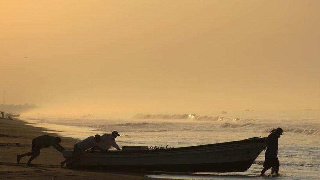 Terdampar di Laut, 5 Nelayan Ini Bertahan Hidup Makan Ikan hingga Darah Burung