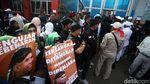 Penampakan Pendukung Sambut Ahmad Dhani Bebas di Rutan Cipinang