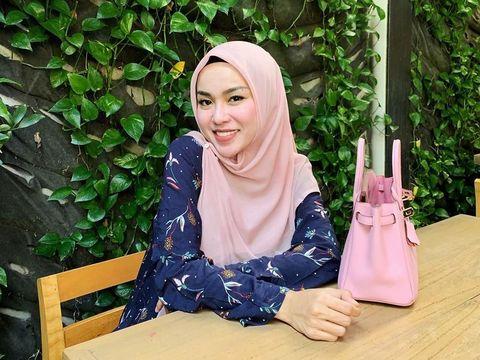 Dikabarkan Lepas Hijab, Media Zein Unggah Foto Terbaru Masih Berhijab