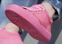 Wow! Sepatu Keren Ini Ternyata Dibuat dari Limbah Permen Karet