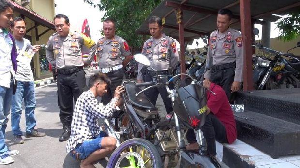 Kapok! Pebalap Liar Jadi 'Montir' Dadakan di Polres Rembang
