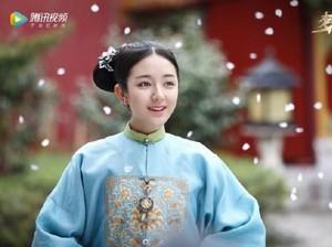 Aktris China Dikritik Netizen Kegemukan karena Lawan Main Tak Kuat Gendong