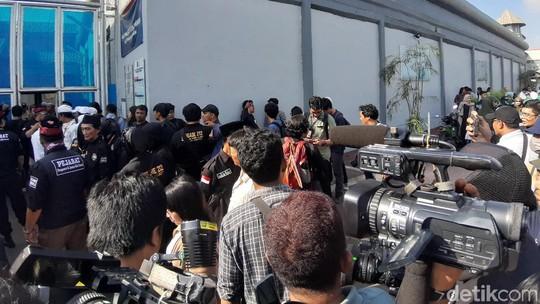 Penampakan Ratusan Orang di Rutan Cipinang Sambut Ahmad Dhani Bebas