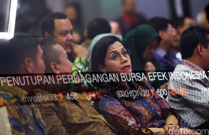 Menteri Keuangan (Menkeu) Sri Mulyani Indrawati menghadiri seremonial penutupan perdagangan saham, tahun 2019 di gedung BEI, Jakarta, Senin (30/12/2019).