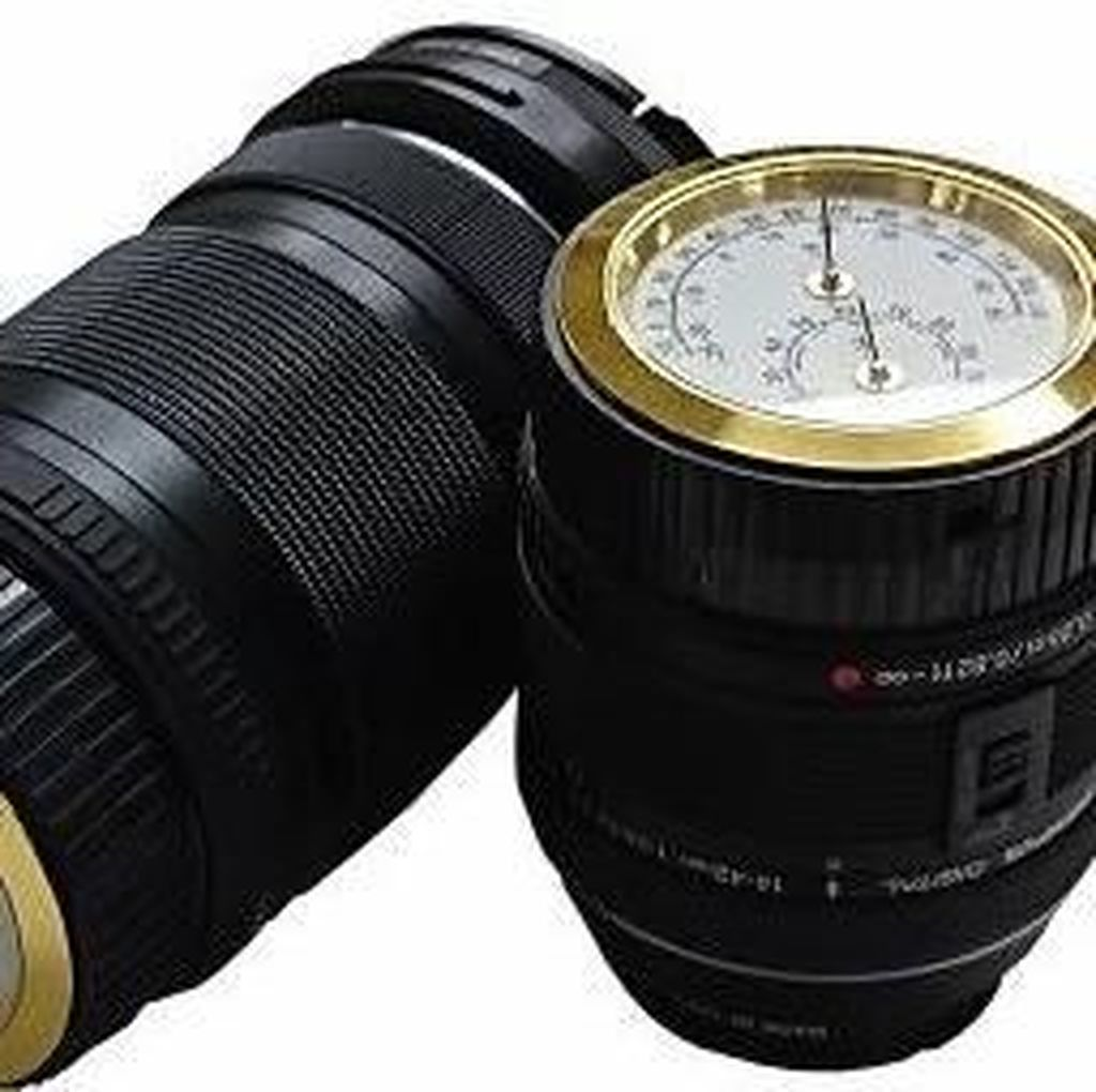 Penutup Lensa Ini Dilengkapi dengan Termometer dan Higrometer