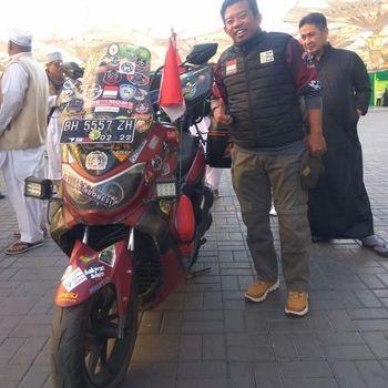 Turing Indonesia-Mekkah naik Yamaha Nmax