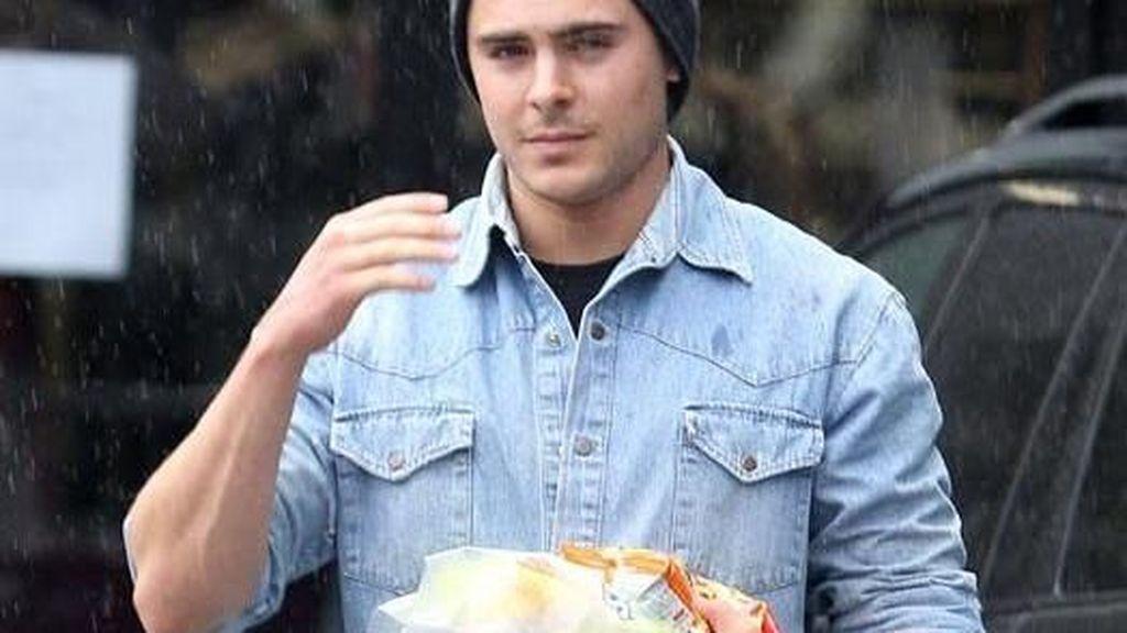 Terserang Infeksi Saat Syuting, Zac Efron Ternyata Pencinta Fast Food