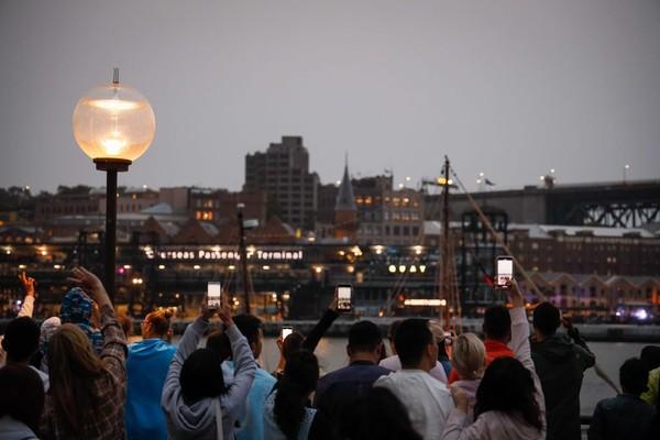 Malam tiba dan sebentar lagi pesta kembang api akan dimulai (Foto: gettyimages)