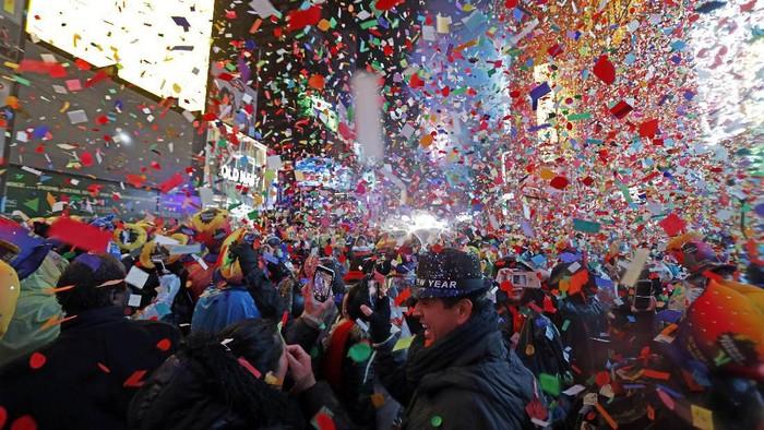 Ilustrasi -- Perayaan pergantian tahun yang meriah di Times Square (AP Photo/Adam Hunger, File)