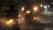 Hujan Deras Mengguyur Ibu Kota Jelang Malam Pergantian Tahun