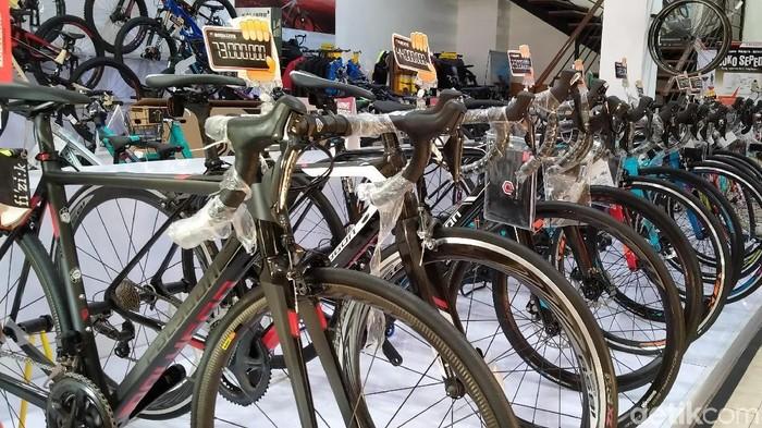 Harga sepeda bisa mahal karena bahannya.