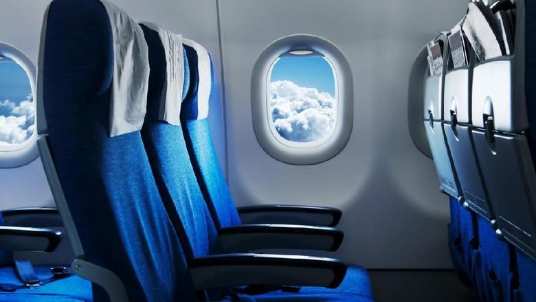 Kursi pesawat berwarma biru