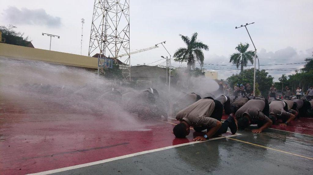Naik Pangkat, Polisi di Polres Cilegon Sujud Syukur Massal