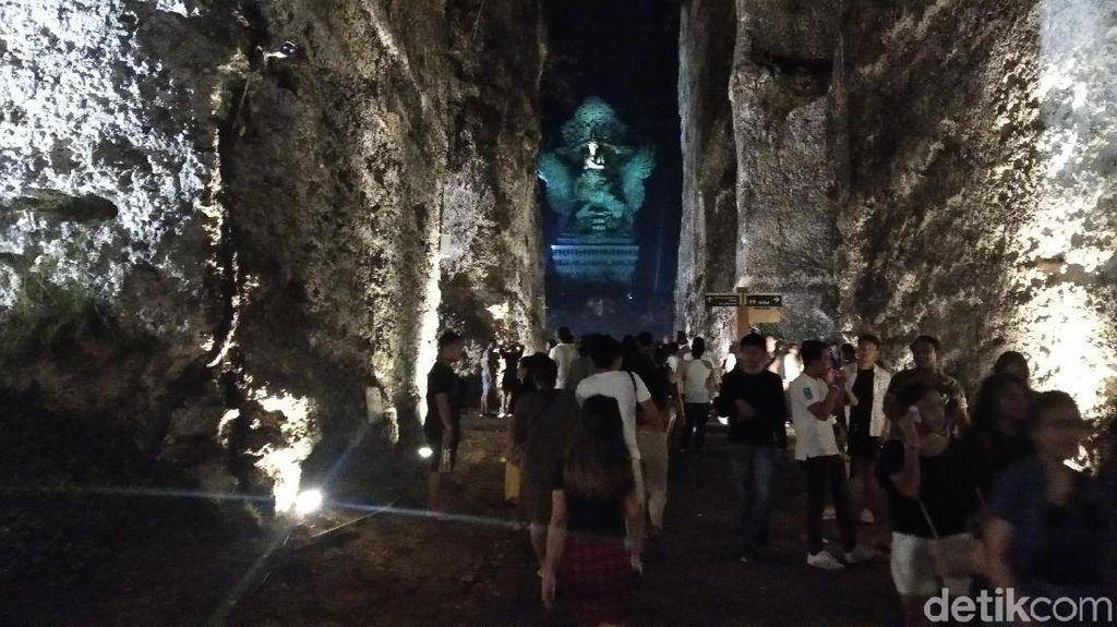 Gelar Pesta 20 Ribu Kembang Api, GWK Bali Dipadati Pengunjung