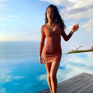 Gaya Seksi Kelly Gale, Model Victorias Secret yang Lagi Liburan di Bali