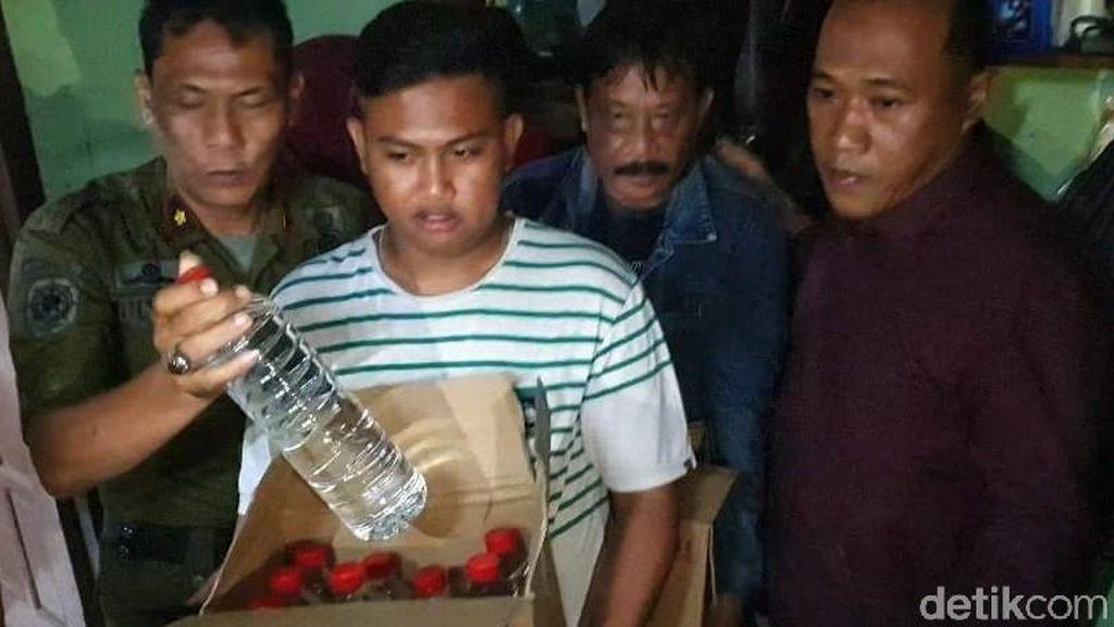 Razia Miras Jelang Tahun Baru di Mojokerto, 108 Liter Arak Disita