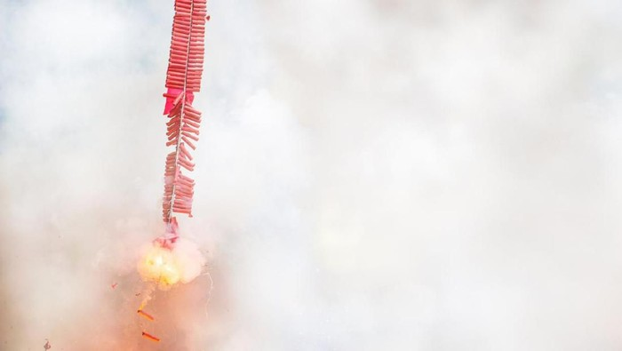 Chinese New Year Firecrackers on Exploding, Chinese Fireworks Celebration Background