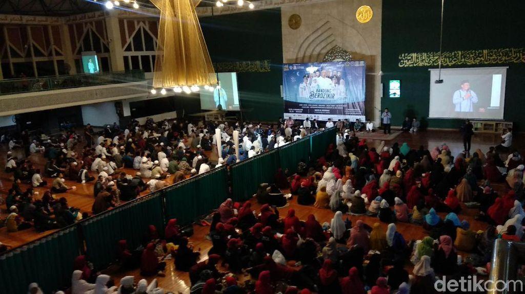 Jelang Pergantian Tahun, Wali Kota dan Warga Bandung Zikir Bersama
