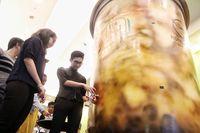 Wow! Bubble Tea Terbesar di Malaysia Ini Tingginya 3,7 Meter