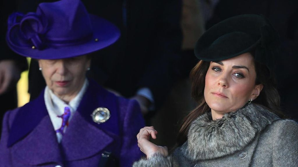 Pilihan Busana yang Bikin Kate Middleton Menyesal Jelang Tahun Baru