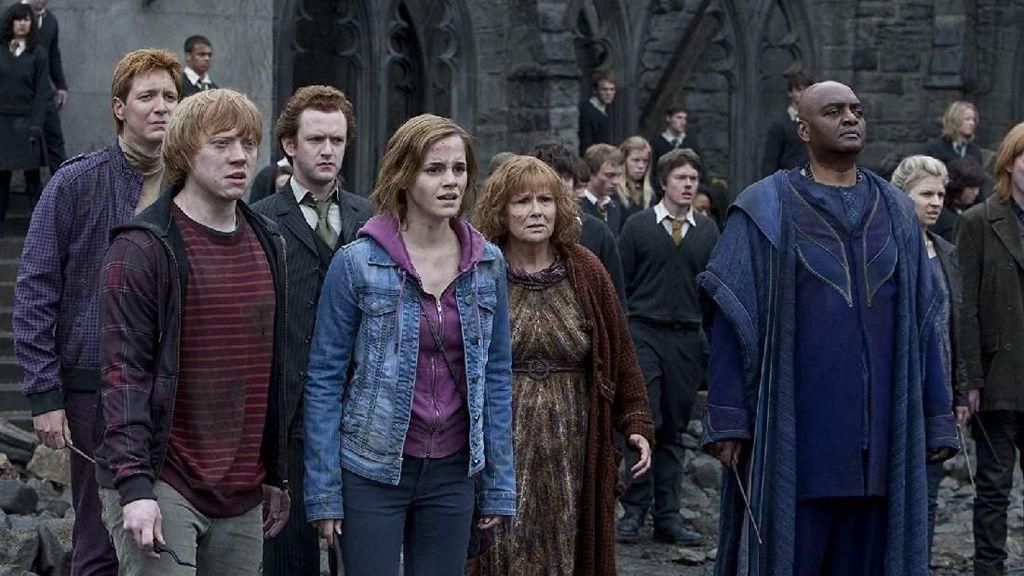 Curhat Bintang Harry Potter yang Jadi Pegawai Bar demi Biayai Keluarga