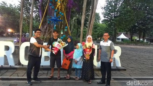 Surprise! Pengunjung Terakhir Borobudur di 2019 Dapat Kejutan