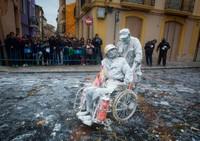 Festival Els Enfarinats digelar di Kota Ibi di Alicante, Spanyol. Tradisi ini dilakukan pada 28 Desember tiap tahunnya. (AFP)