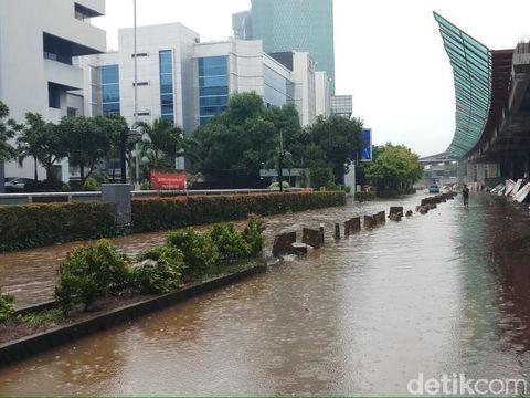 Banjir di Jl. Rasuna Said, Kuningan.
