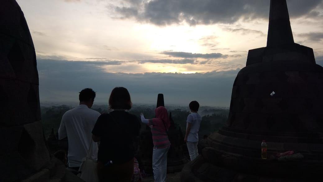 Sunrise pertama di Borobudur