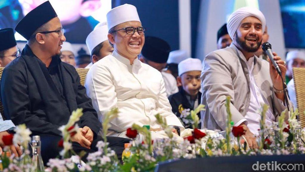 Habib Syech dan Yusuf Mansur Tutup Tahun dengan Berselawat di Banyuwangi