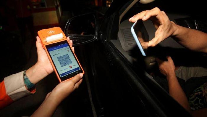 Transaksi non tunai/Foto: dok. Bank DKI