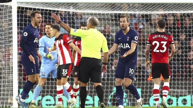 Intip Taktik Southampton, Mourinho Dihukum Wasit