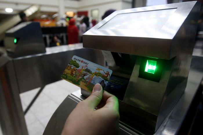 Pengunjung Ancol juga dapat menggunakan uang elektronik kartu prepaid JakCard Bank DKI di berbagai unit rekreasi Ancol seperti Sea World, Dunia Fantasi, Ocean Dream, dan Atlantis. Foto: dok. Bank DKI