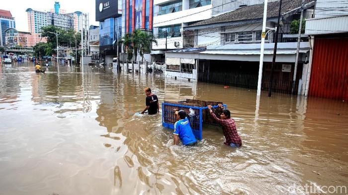 Banjir di Jakarta di kawasan Grogol pada 1 Januari 2020. (ari/detikcom)