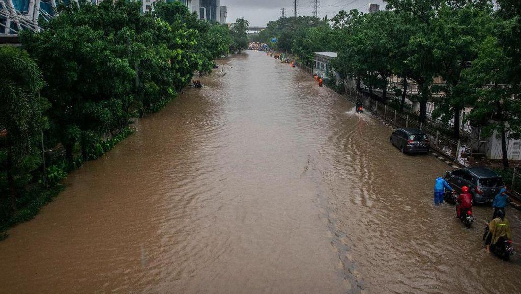 Petaka Awal Tahun: Banjir di Ibu Kota, Corona-Ancaman Perang Dunia