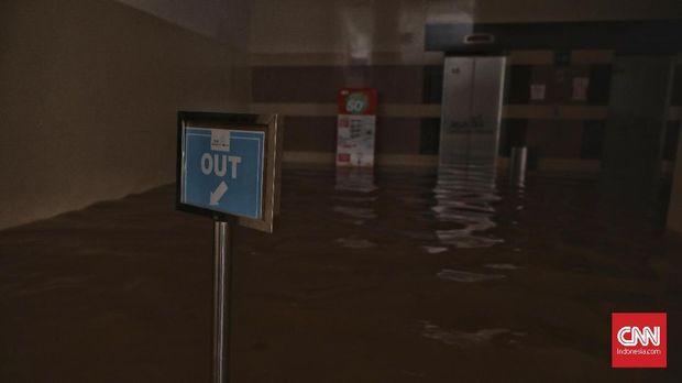 Banjir merendam sejumlah daerah di Jakarta.