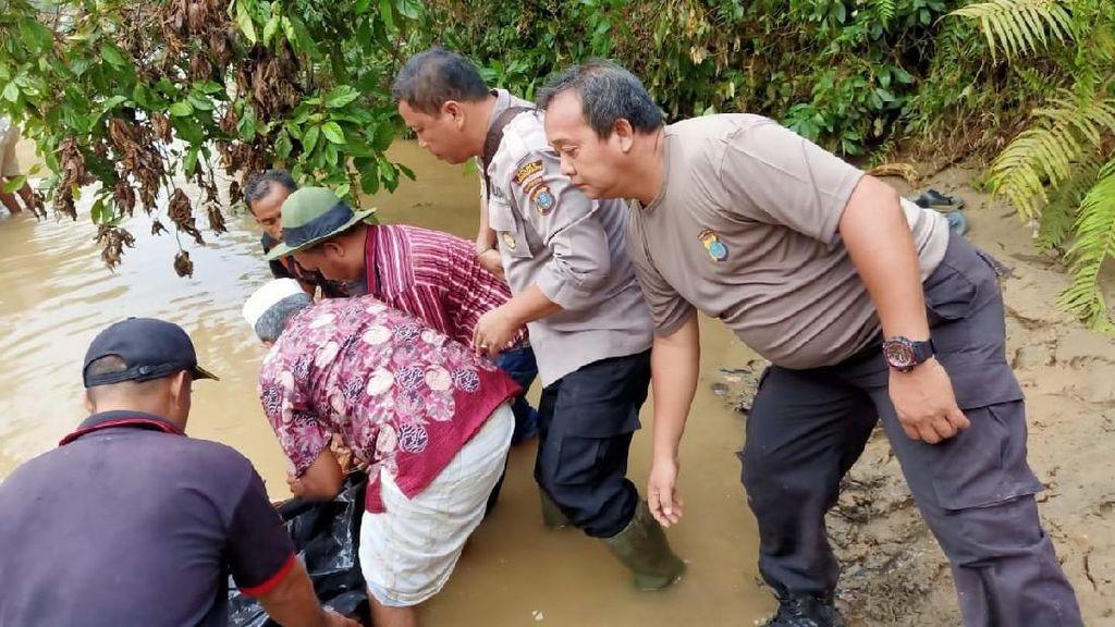 Pencarian Korban Banjir Labura Dihentikan Meski 2 Orang Masih Hilang