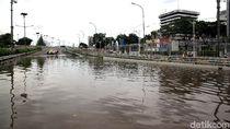 Ada Genangan di Ruas Tol KM 24, Cibitung Arah Cawang Ditutup