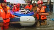 Warga di 10 Lokasi Jakarta Timur Dievakuasi dari Banjir