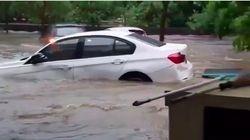 Mobil Hanyut Terseret Banjir