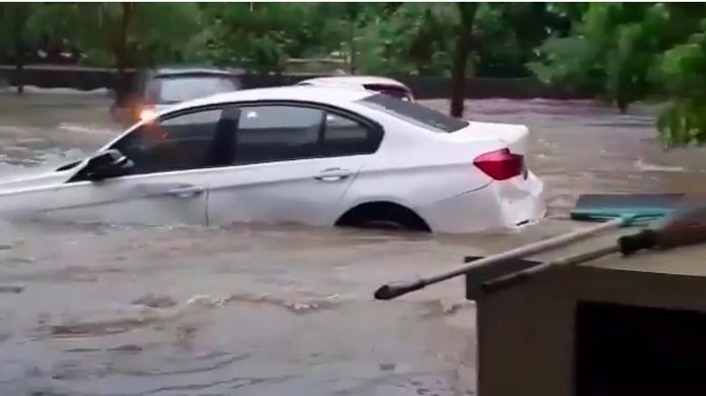 Ilustrasi Mobil BMW terendam banjir Foto: Istimewa
