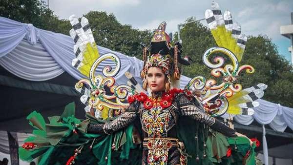 Cinta Laura di 2019: Puteri Indonesia, Foto Vulgar dan Jember Fashion Carnaval