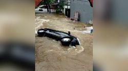 Video Mobil Hanyut Saat Banjir di Ciledug Indah