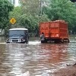 Meski Kendaraan Tinggi, Jangan Coba-coba Terobos Banjir