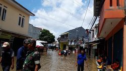 Warga Cerita Mobil-mobil Hanyut Saat Banjir di Ciledug Indah Tangerang