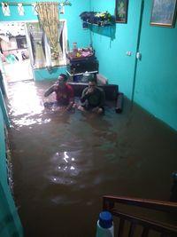 Beberapa Jam Usai Makan-makan Tahun Baru, Rumah Orang Ini Kebanjiran