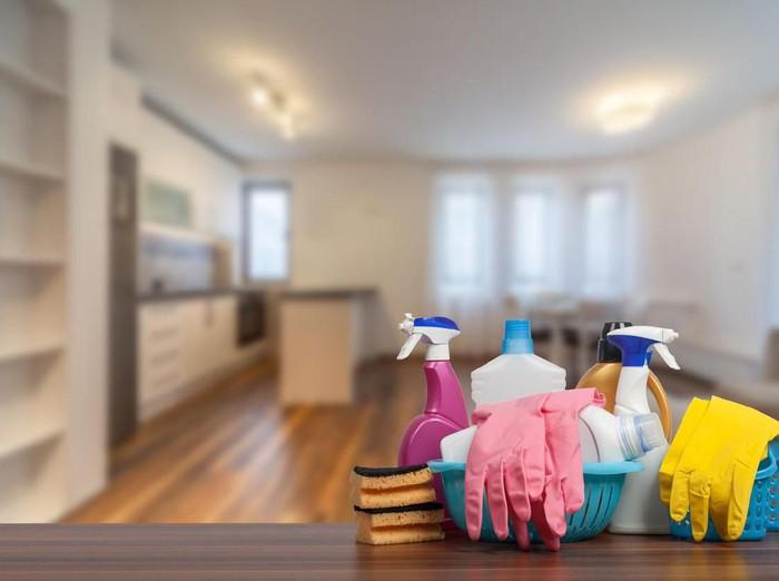5 rekomendasi jasa cuci sofa dan karpet kotor akibat banjir. (Foto: iStock)