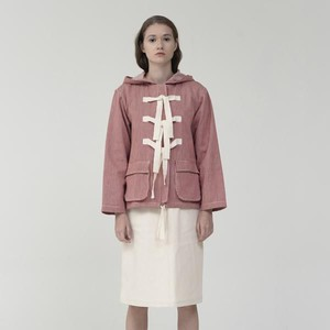 7 Outerwear yang Cocok Dipakai Musim Hujan, Hoodie Hingga Jas Hujan