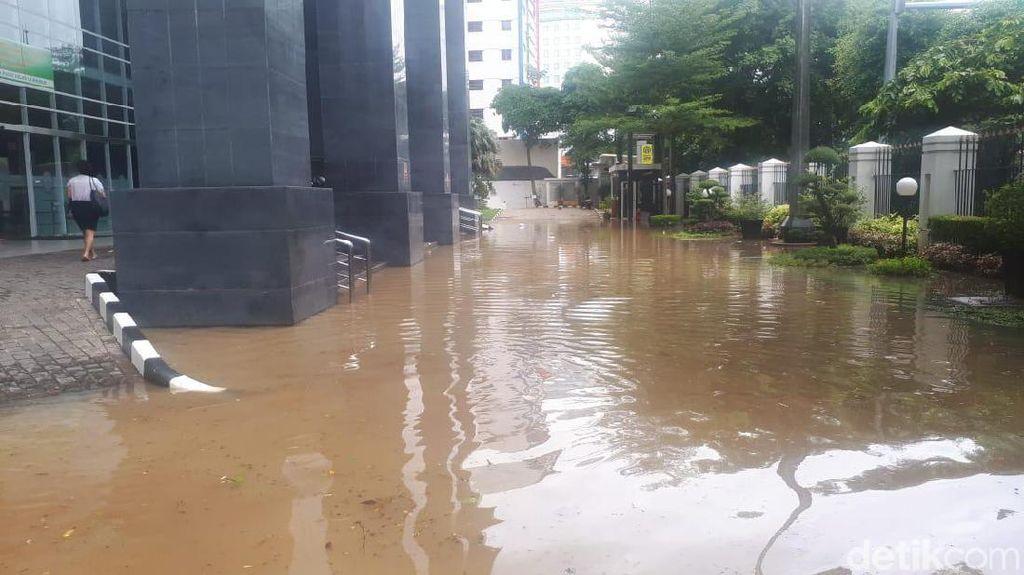 Siang Ini, PN Jakpus Tetap Gelar Sidang Meski Akses Jalan Kebanjiran