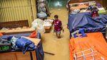 Begini Suasana di Pasar Jatinegara yang Terendam Banjir
